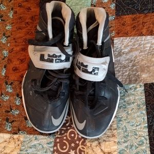 Nike black basketball shoes